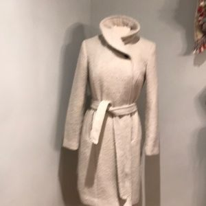 Cole Haan Signature wool trench. SZ 6. EUC